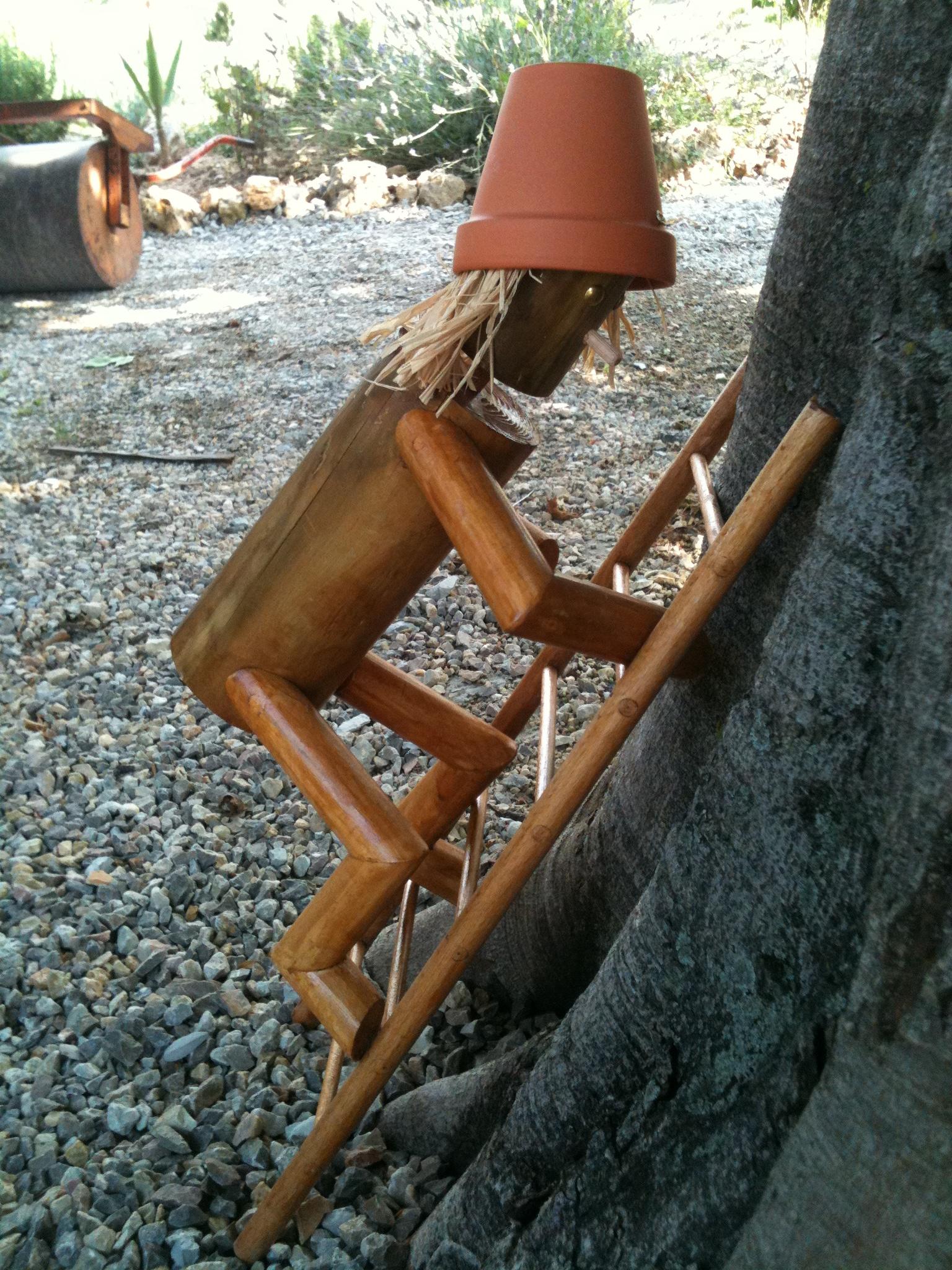 petits bonhommes en bois le penseur de rondin. Black Bedroom Furniture Sets. Home Design Ideas